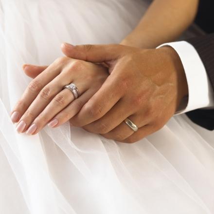 mengapa cincin kawin dipasang di ajri manis